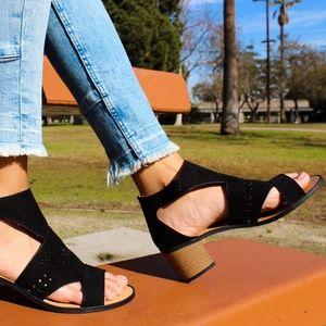 🆕//The Kora// Black cutout chunky heel Sandal